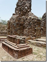 220px-Grave_in_Balban's_tomb_enclosure