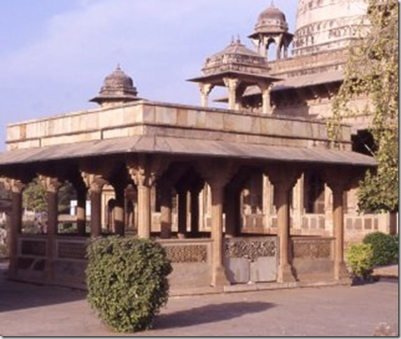 Tomb_of_Tansen
